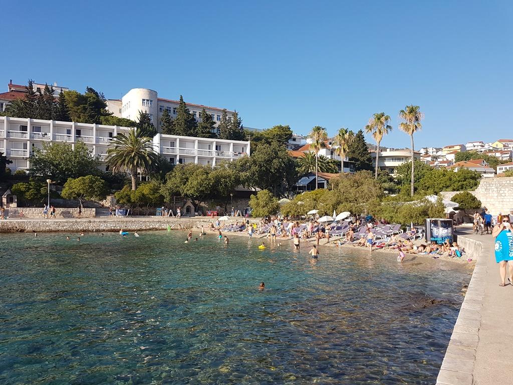 hvar-hotel-beach